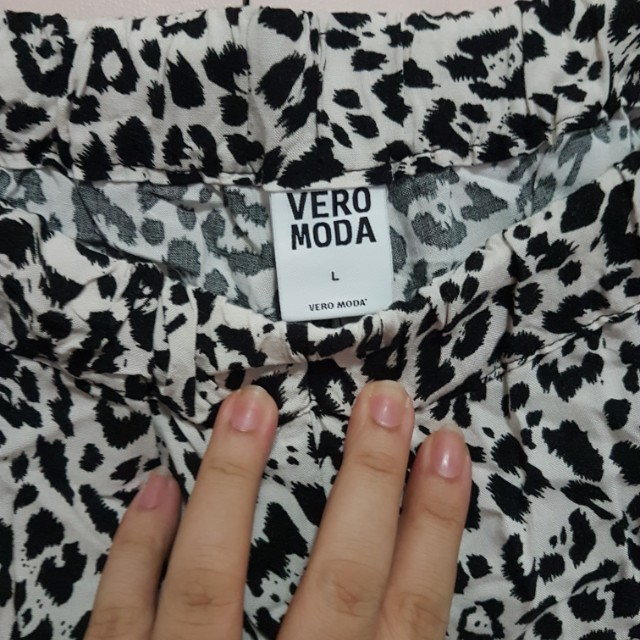 Vero Moda high waist shorts Large