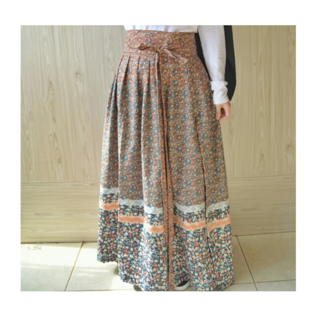 Wrapped pleated skirt