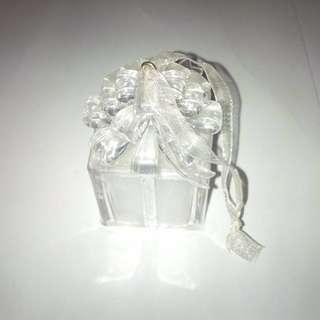 Preloved - Pajangan kado dari plastik kaca / kristal mainan