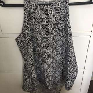 Black and white pattern top