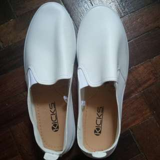 Kicks White Canvas Shoes