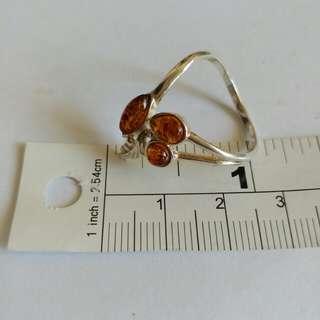 三粒琥珀 鑲嵌純銀托戒指