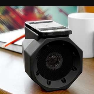 Boombox Touch Speaker, no cables & no pairing