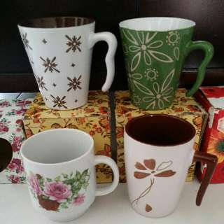 Brand New Pretty Flower Vintage Designs Green/Brown Cup/Mug with Curvy Handle