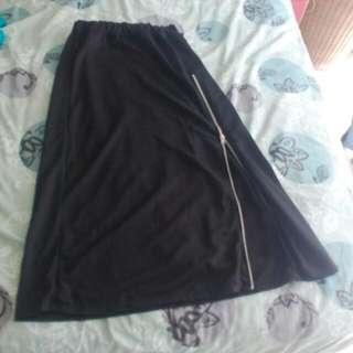 Long Black Skirt With Side Zipper