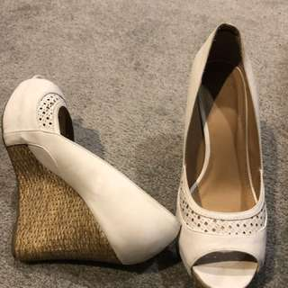 White Wedges Size 8 Novo