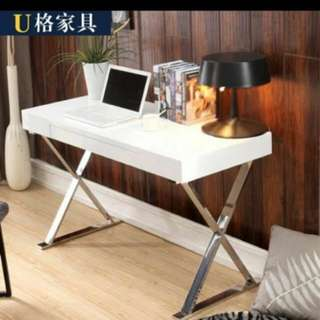 **CLEARANCE** Last piece Piano Glossy Study Table