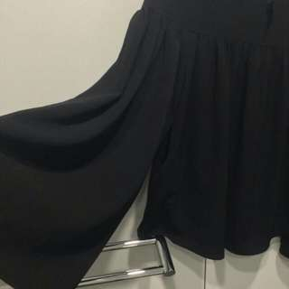 Hnm bell sleeved top