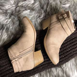 Ankle boots 5.5-6