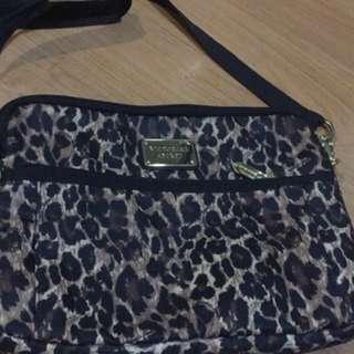 Slingbag leopard victoria secret