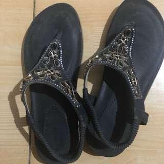 Sandal pernik nyaman