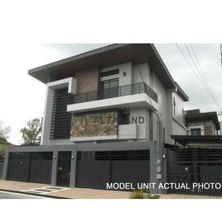 428SQM 5CAR GARAGE NEAR DILIMAN Quezon City House and Lot For Sale