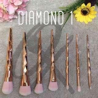 7 Piece Make Up Brushes Diamond Design