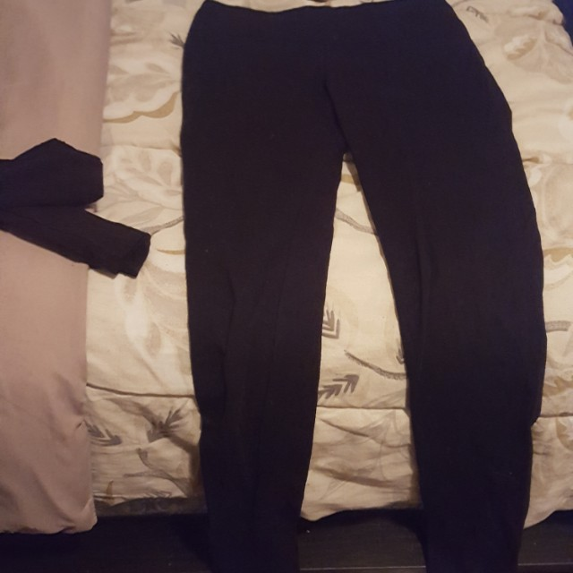 2 pairs of leggings