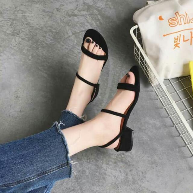 🔸氣質絨面涼鞋 簡約羅馬 #有超取最好買 #好想找到對的人 #舊愛換新歡
