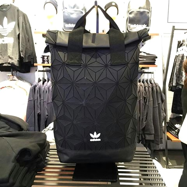 (最後一個現貨) Adidas Originals Urban Roll Up Backpack 3D mesh rucksack bag  三宅一生背囊背包書包大袋 74fd08b764049