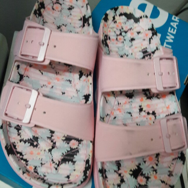 Authentic People sandals