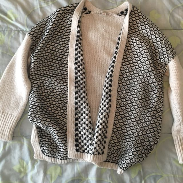 Beige/black knit cardigan