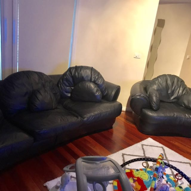Black 3 Piece Leather Couch Set