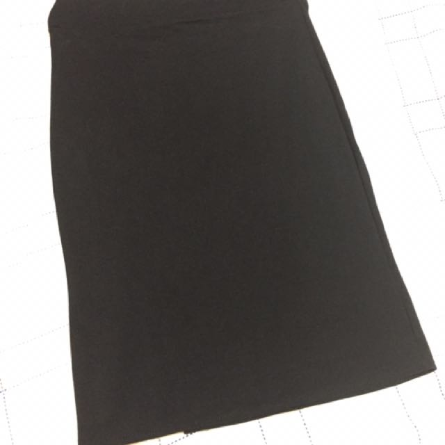 Black skirt w/ slit