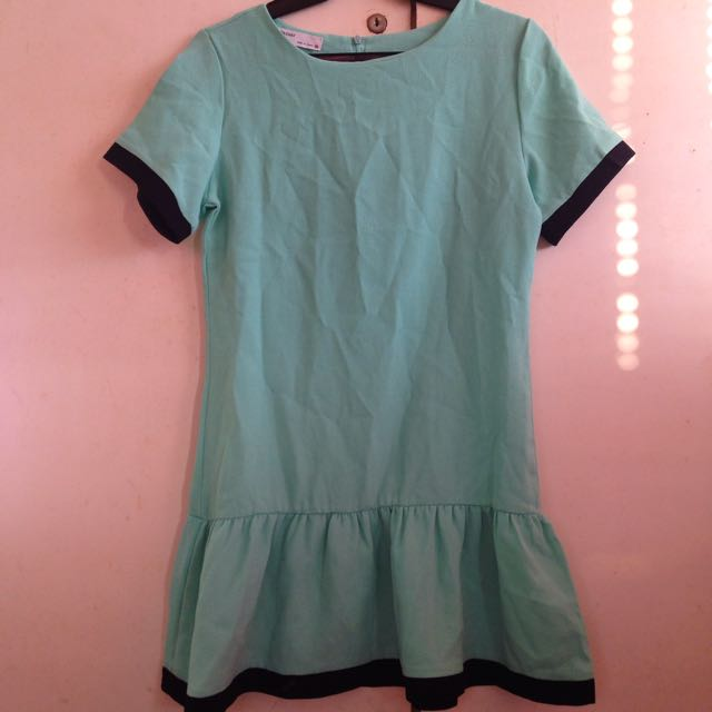 Blue green dress with black borders