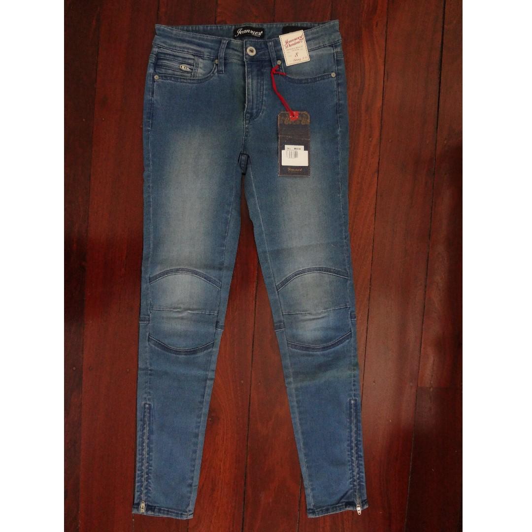 BNWT Camdeon Skinny 7/8th Blue Jeans