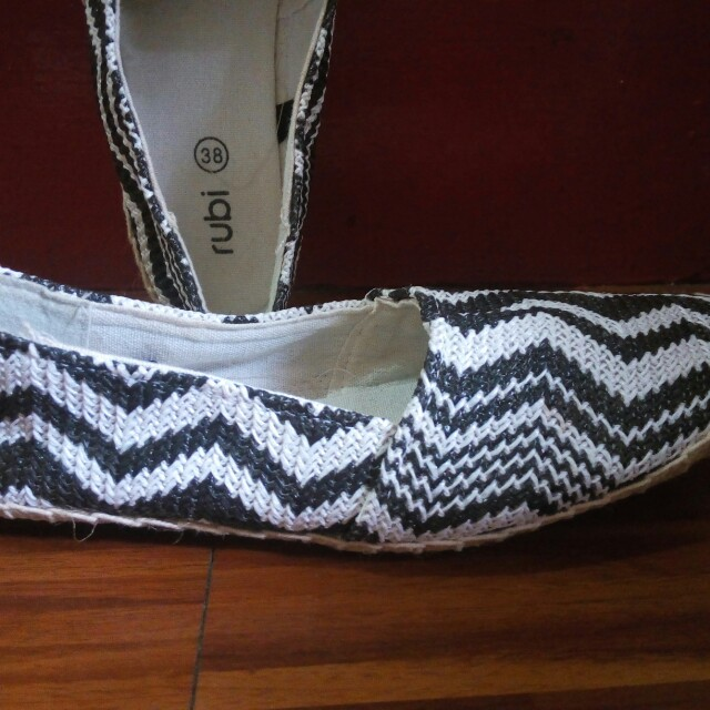 CLEARANCE SALE!!!!                        Rubi slip on