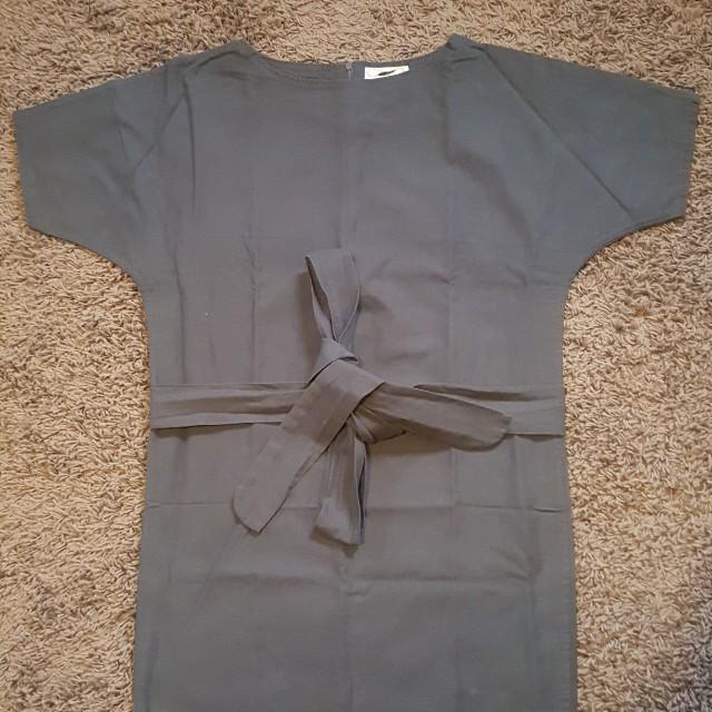 Dress abu with belt