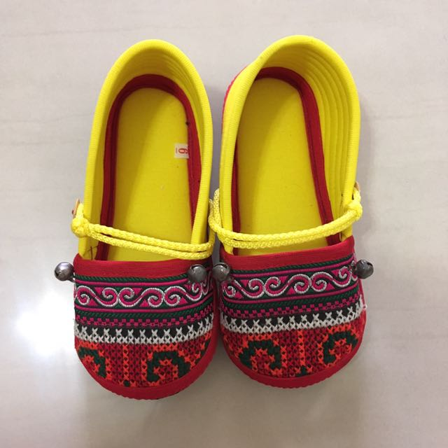 Handcrafted cloth shoe