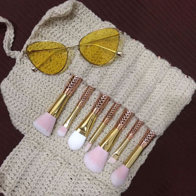 7-piece Make Up Brushes With Crochet Bag