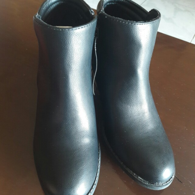 MIA Boots, size 7