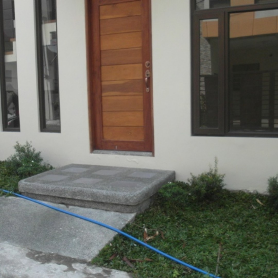 NEAR DILIMAN House and Lot up to 2GARAG Quezon City Townhouse For Sale