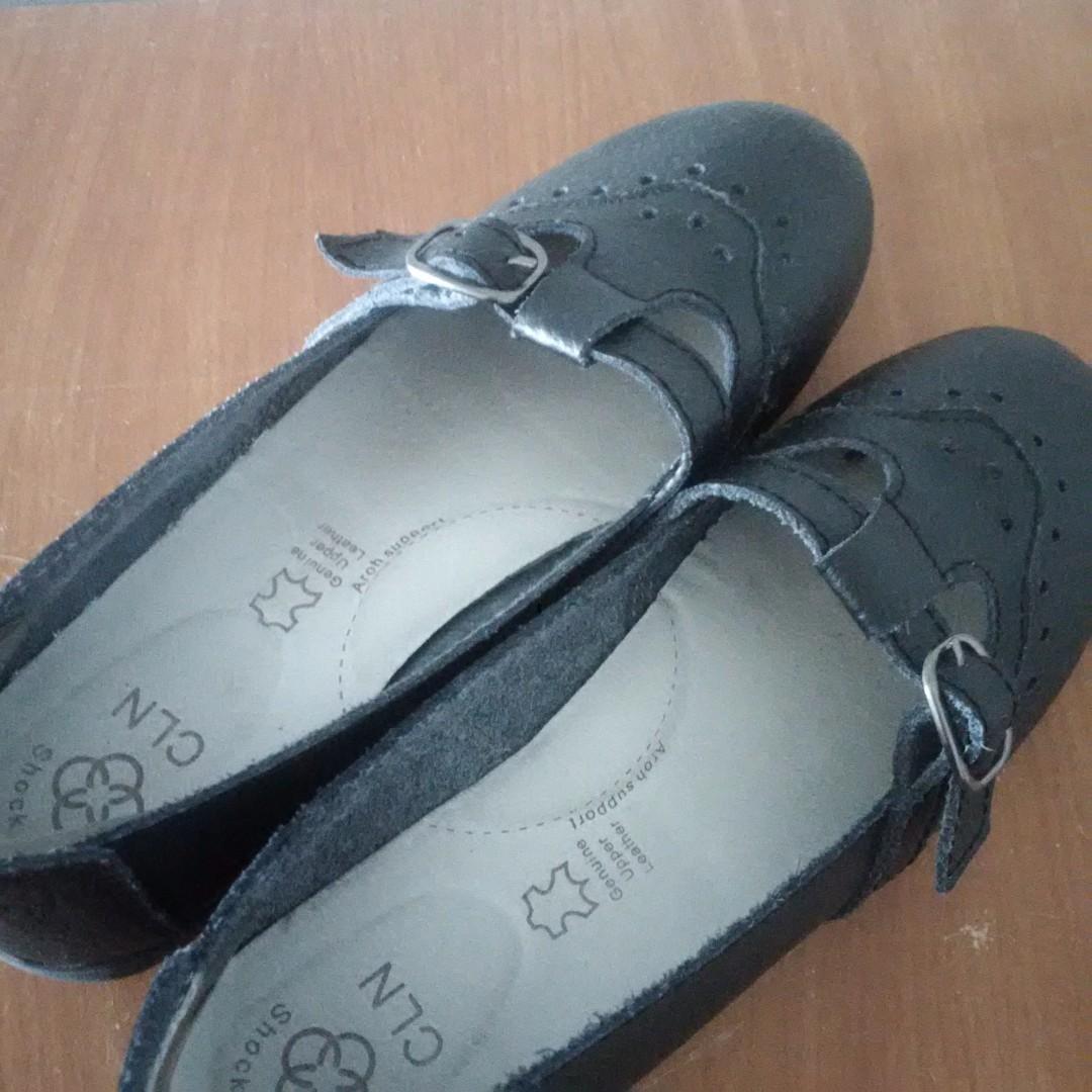 SALE! New CLN shoe black size 7