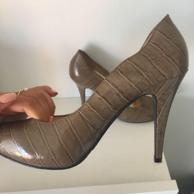 """RMK """"Liano"""" heels - Size 9.5"""