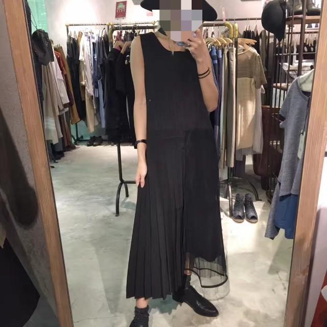 ROCOCO香港品牌 潮流 時尚 白搭 黑色 深色 直條紋  拼接 紗裙 百摺 背心連衣裙/連身裙 S號《全新現貨免運》#幫你省運費