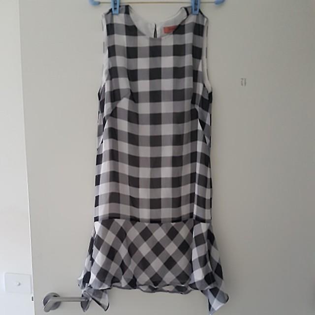 Rodeo show black white sleeveless dress