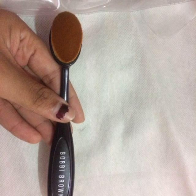 SALE‼️OVAL BRUSH BOBBY BROWN