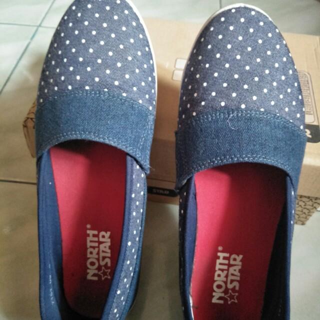 Sepatu north star