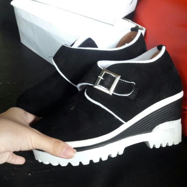 Sepatu unik 😍