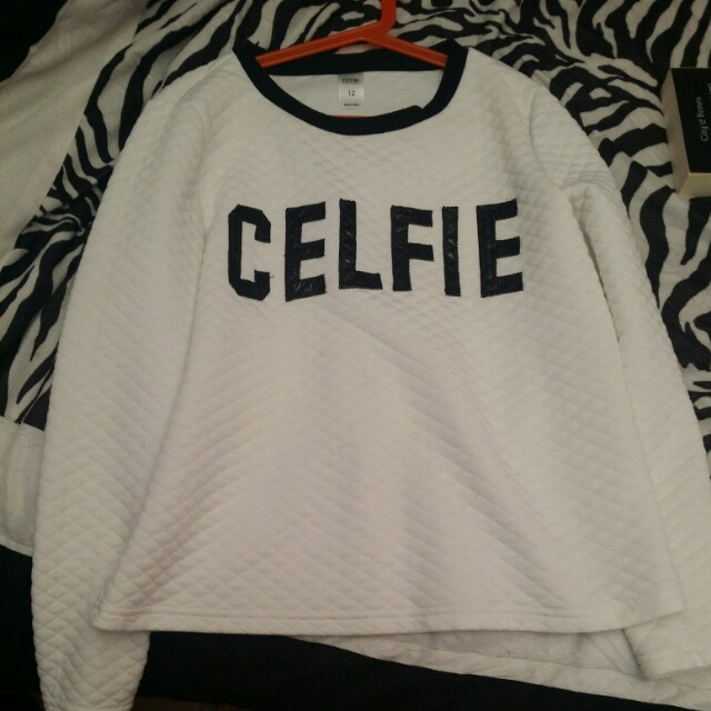 Size 12 celfie white soft sweater cute qyop
