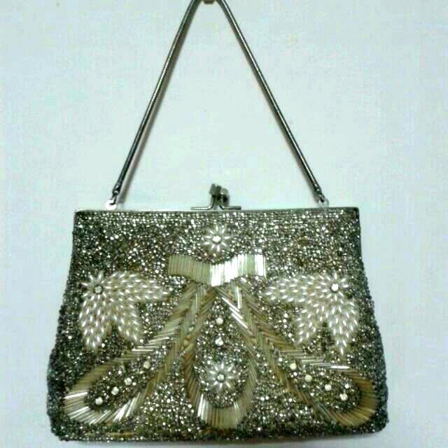 cc5a67e4250f Vintage Beaded Clutch Bag
