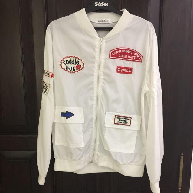 White parasut jacket (nett price)