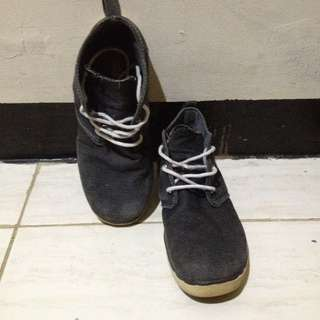 Sepatu Hi-tops Abu Gelap