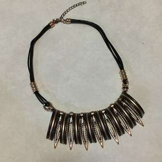 Brown-gold simple necklace