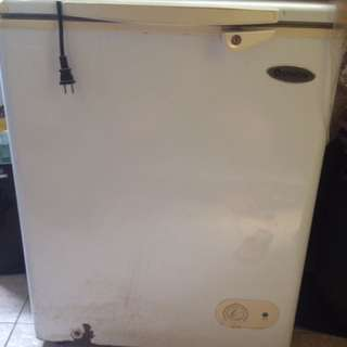 refrigirator for ice and frozem food for water etc. w/key