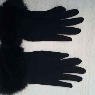 Fluffy winter black gloves
