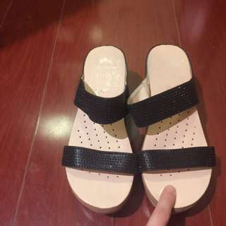 Super Soft Comfortable Black Sandals Size: 39