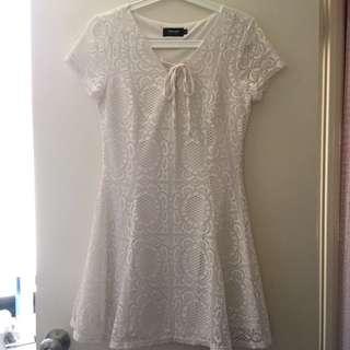 Size M lace dress
