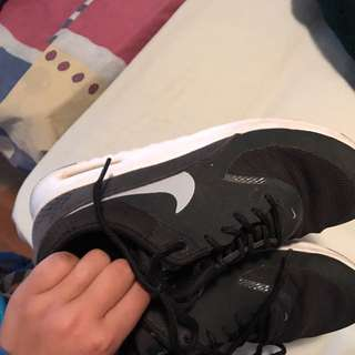 Black &a white Nike theas