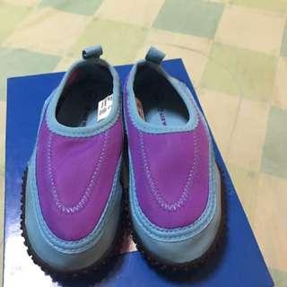 Airwalk kids water shoes size 8